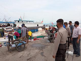 Ops Yustisi, Polres Pelabuhan Imbau Prokes kepada Warga Pulau di Pelabuhan Paotere