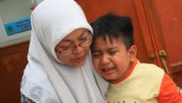 Kisah Anak Akui Mencuri Uang Gurunya, Jawaban Ibunya Membuat Polisi dan Sang Guru Diam Seketika!