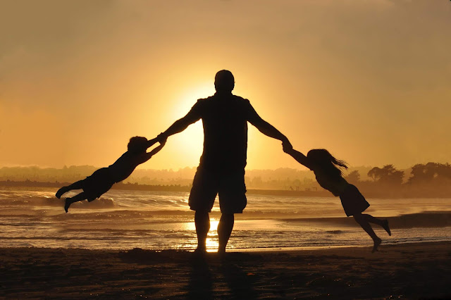 كيف تظهر حبك لأولادك