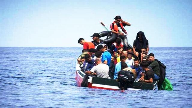 مهاجرون سريون يسرقون محرك قارب صيد في عرض البحر