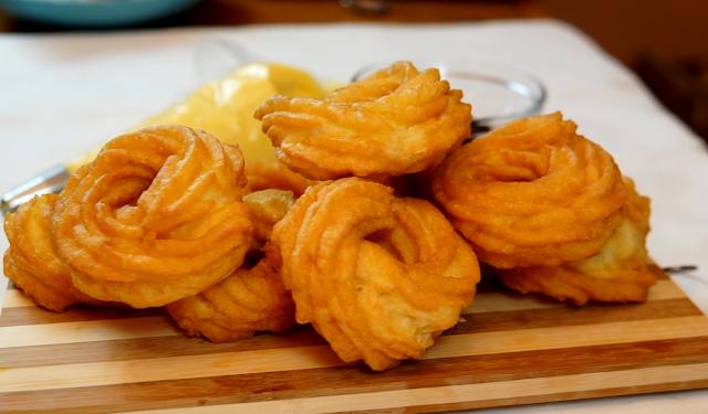 fresh fried zeppole
