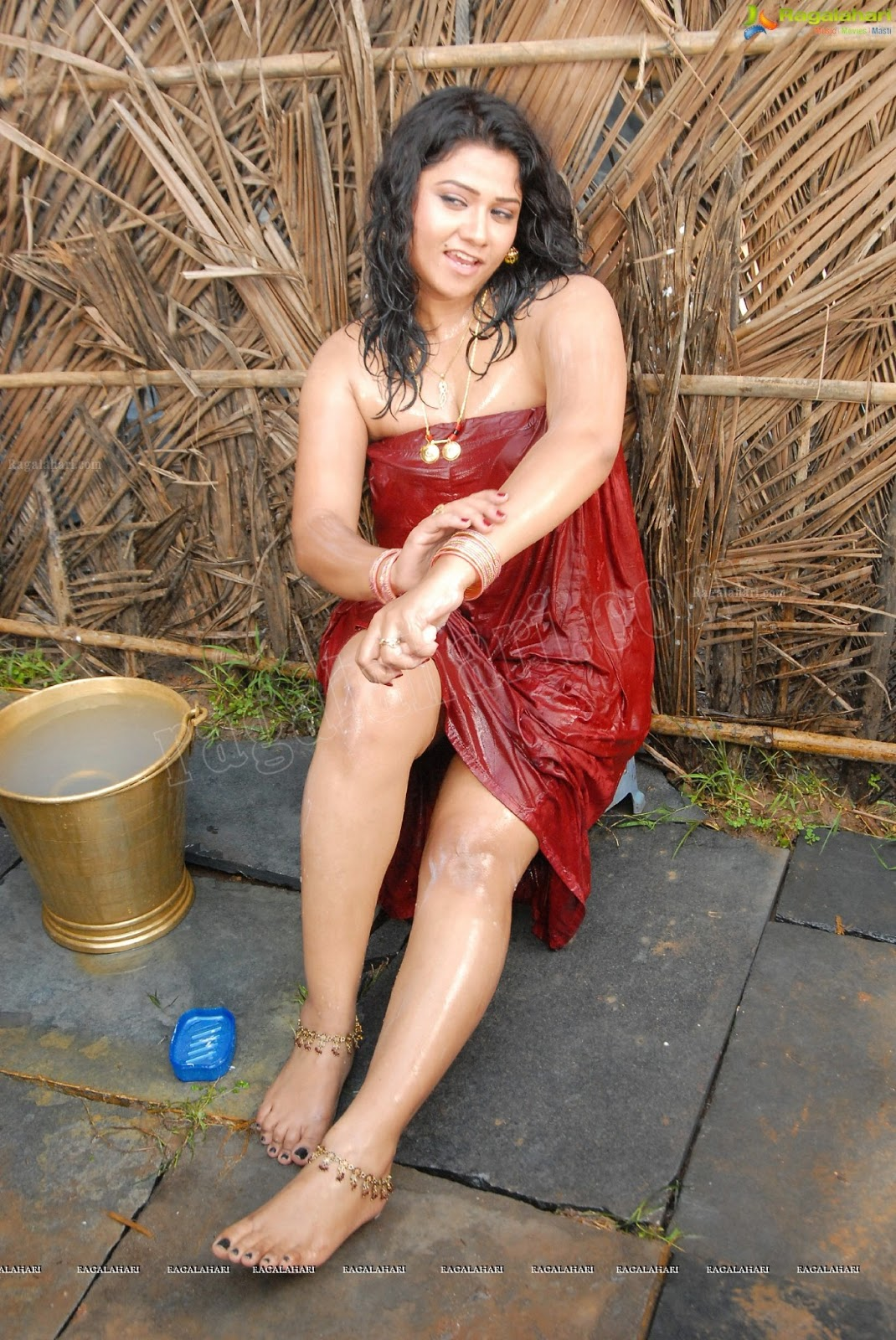 Jyothi Hot And Wet Bathing Photos  Indian Filmy Actress-5712