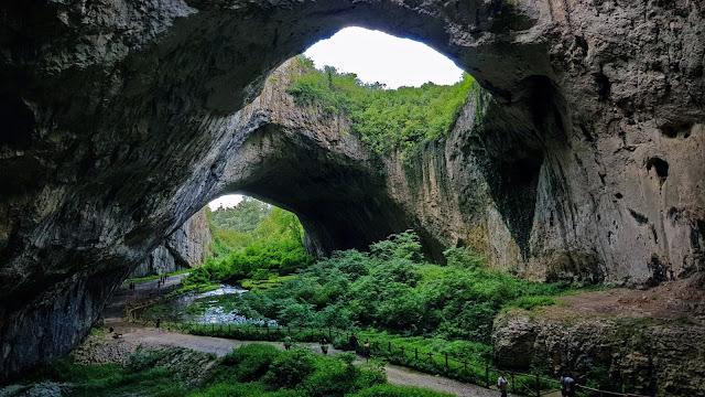 Peștera Devetashka - Drumeție de weekend în Bulgaria