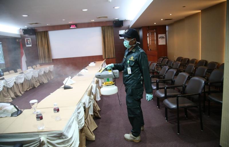 Setelah Bandara, Kantor Pelabuhan Batam dan Kantor BP Batam juga Dilakukan Penyemprotan Desinfektan