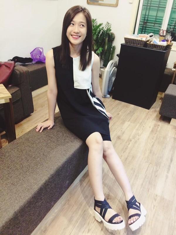 Xem mỹ nữ việt chọn giày Sneaker đế cao bắt cặp hoàn hảo cùng váy h4è
