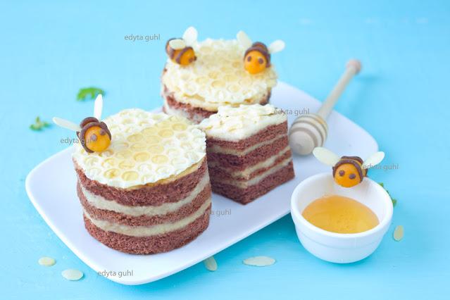 miodowe-mini-torciki-z-pszczolkami-przepis