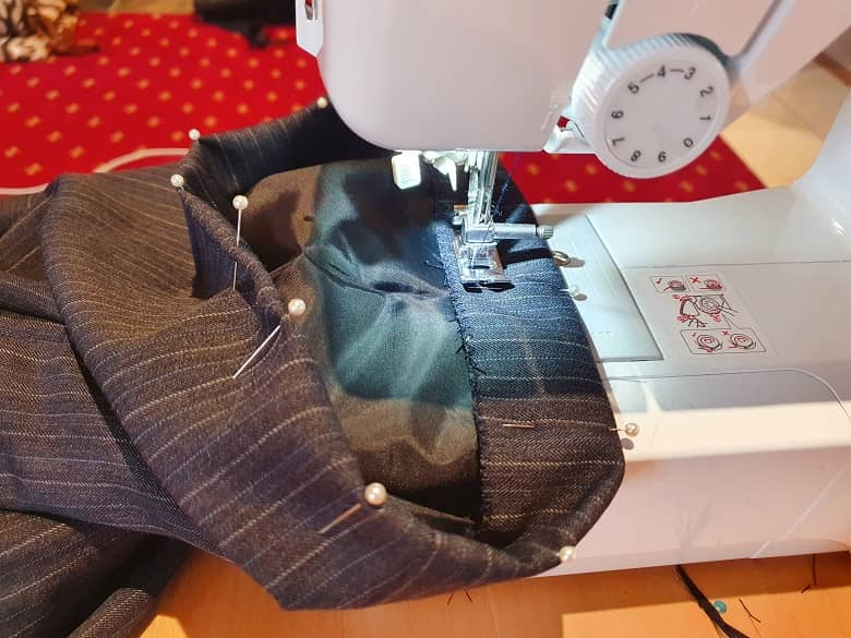a picture of a men's suit and sewing machine