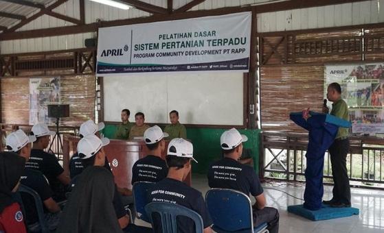 Melalui Program Pertanian Terpadu, Perusahaan Sukanto Tanoto Bantu Petani Bercocok Tanam lebih Efisien