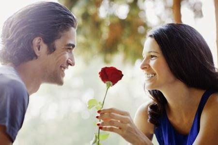 12 Tanda dan Ciri Wanita Sedang Jatuh Cinta Pada Kamu