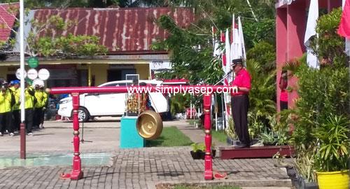 SAMBUTAN : Bupati Kubu Raya Rusman ALI saat memberikan sambutan sekaligus membuka secara resmi PORSENI Guru Kabupaten Kubu Raya Tahun 2018. Foto Asep Haryono