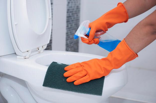 seberapa-sering-anda-harus-membersihkan-toilet