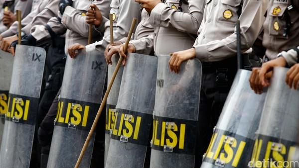 5.800 Personel TNI-Polri Amankan Demo Buruh di DPR Hari Ini