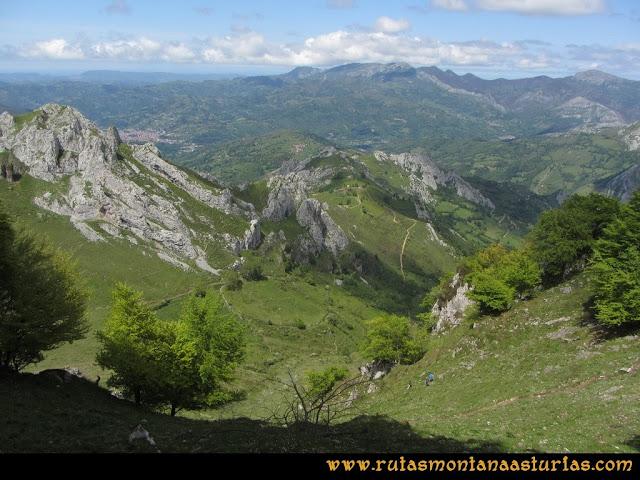 Ruta Les Campes Peña Mea: Bajando canal a la Collada Doñango