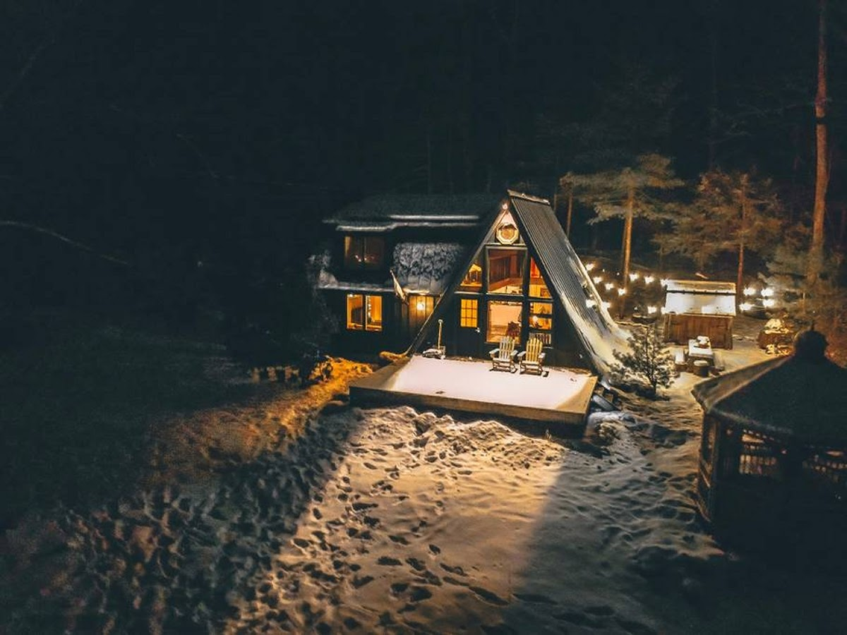 16-View-at-Night-Jeremy-Sustainable-Catskills-A-Frame-House-Airbnb-www-designstack-co