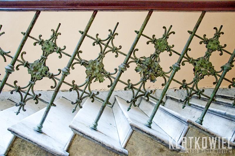 Łódź: marmurowe schody i nietypowa balustrada