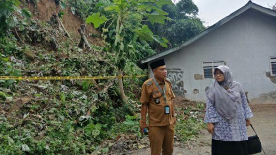 Kiprah Paramitha PKS: Advokasi Buruh, Petani Kota Hingga Bagi Hand Sanitizer Bikinan Sendiri