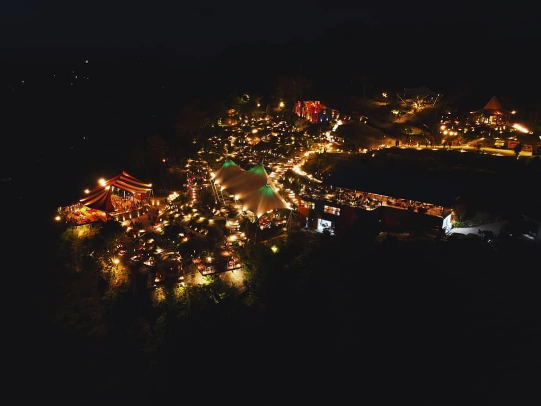 Suasana di Malam Hari Obelix Hills Jogja