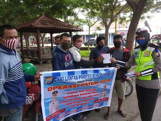 Hari Ketiga Ops Patuh, Sat Lantas Polres Jeneponto Imbau Tukang Ojek dan Warga di Pasar