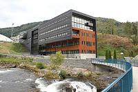 Høgskulen på Vestlandet, campus Sogndal. Foto: Harald Groven. Lisens CC by-sa 2.0