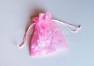 Bolsa de organza con confetti en rosa