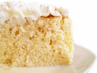 Estos gustosos pasteles de tres leches que tanto se disfruta entre familiares y que de seguro has probado alguna vez, y en caso contrario, ¡no te preocupes! Que aquí encontraras una receta práctica, sencilla y económica para poder preparar este delicioso pastel.