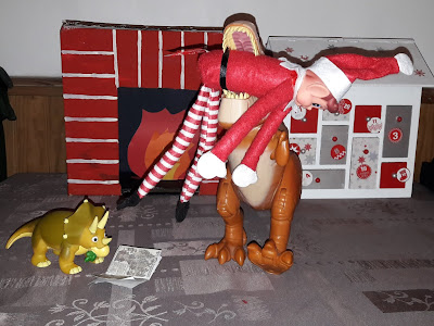 dinosaure elf on the shelf ideas idees betises lutin de noel