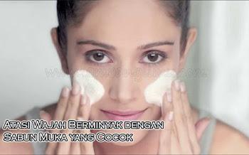 Atasi Wajah Berminyak dengan Sabun Muka yang Cocok