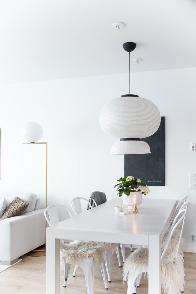 Villa H, ruokailutila, tolix tuolit, jonathan adler maljakko, hortensia