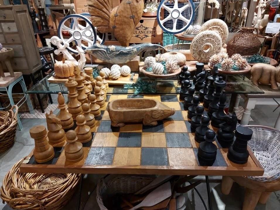 Samsung Galaxy A71 Camera Sample - Indoor, Low Light, Giant Chessboard