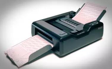 ऑप्टिकल मार्क रीडर ( Optical Mark Reader - OMR ) यह एक प्रकार की इनपुट डिवाइस है , जिसका प्रयोग किसी कागज पर बनाए गए चिन्हों को पहचानने के लिए किया जाता है।