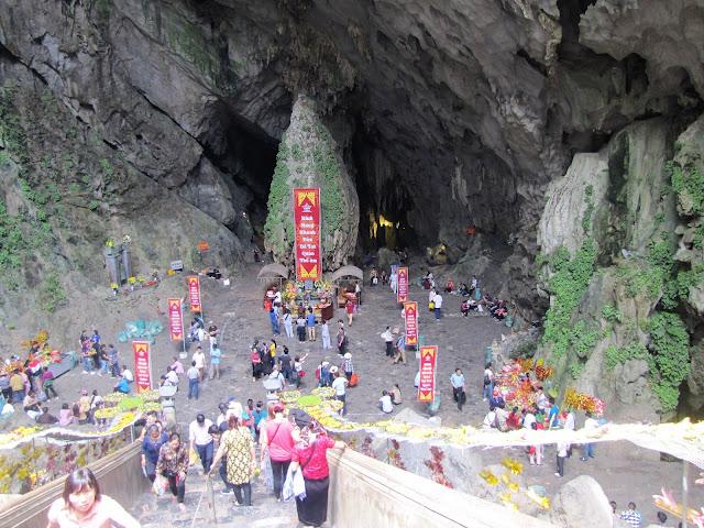 huong tich cave perfume pagoda vietnam