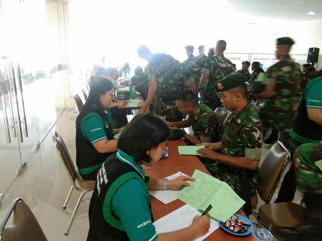 Sambut HUT Ke-74 TNI, Yonif MR 413 Kostrad Laksanakan Donor Darah