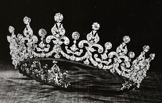 The tiara after Mary's alterations, as first received by Princess Elizabeth