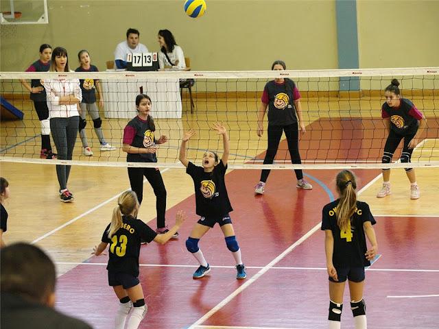 permainan bola voli mini