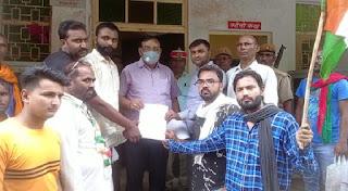 #JaunpurLive : लालता चौधरी के नेतृत्व में कांग्रेसियों नें सौंपा ज्ञापन