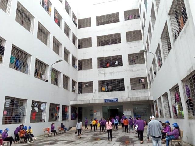 """Doanh nghiệp Trung Quốc xây """"chui"""" 3 toà nhà """"khủng"""" giữa khu công nghiệp"""