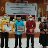 Bupati Kerinci Terima 2 Penghargaan dari OJK