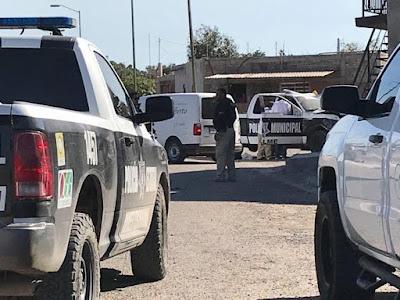 Por supuestos vínculos con muerte de jefe policíaco, detienen a personas a bordo de un vehículo armado