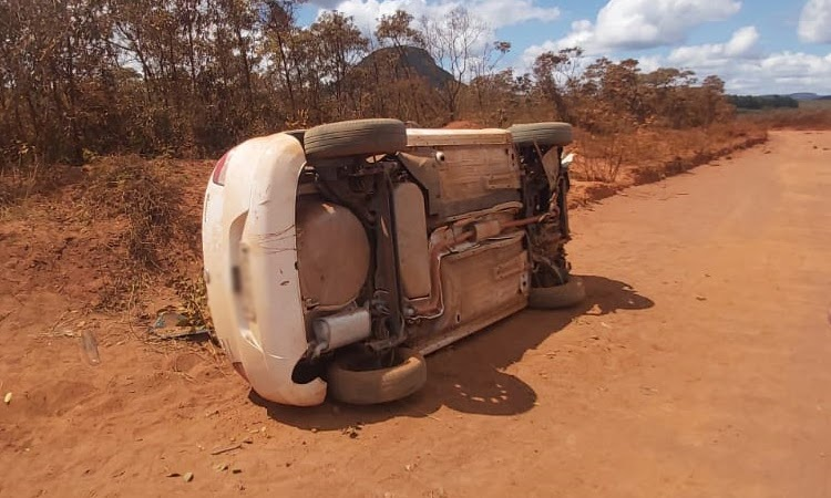 Carro capota e motorista fica ferido na Chapada Diamantina