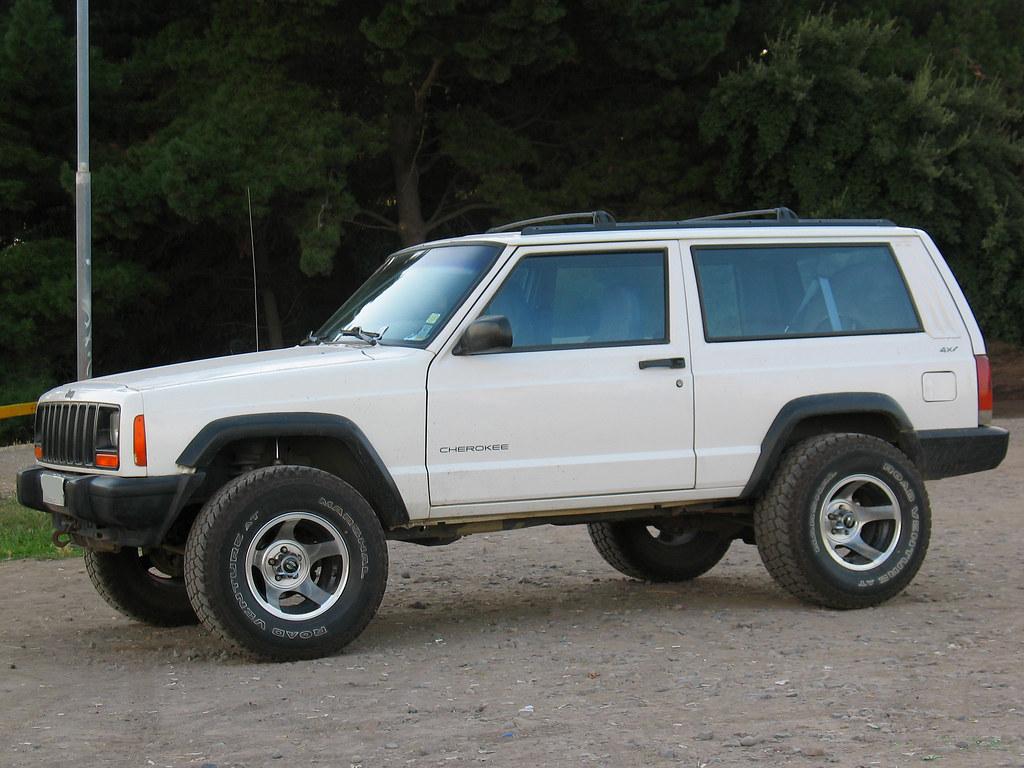 jeep cherokee untuk offroad bersama keluarga