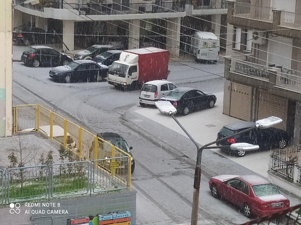 """Πυκνό χαλάζι """"άσπρισε"""" τους δρόμους στην Ξάνθη [ΦΩΤΟ]"""
