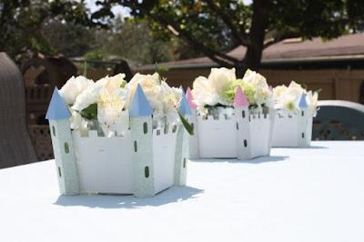 Aranjamente florale in suport de carton gen castel 3D