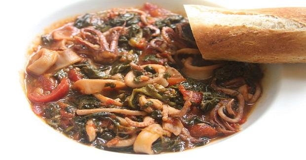 Stewed Calamari With White Wine, Tomatoes & Spinach Recipe