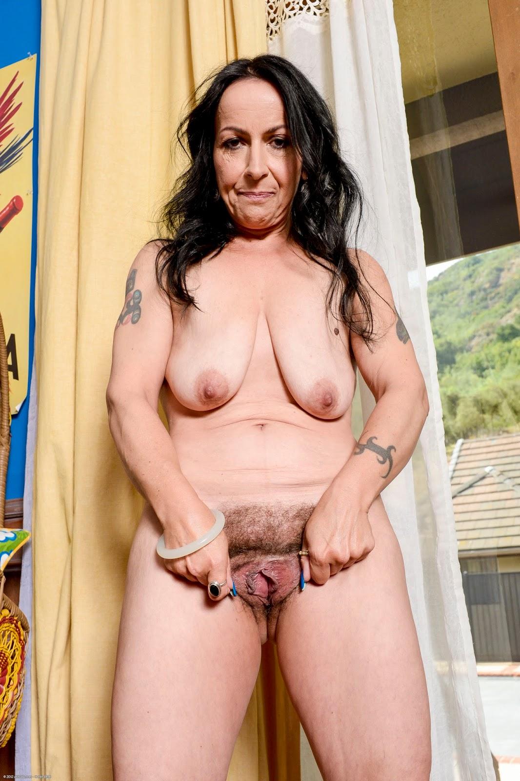Hairy Mature Mom Porn