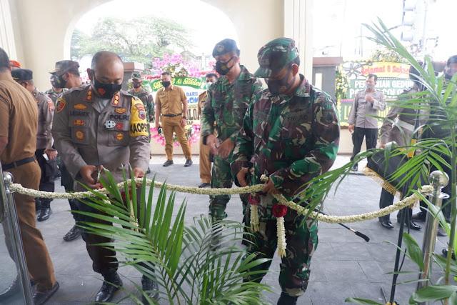 AKBP Dr. Leganek Mawardi Resmikan Gedung Polsek Colomadu Dan Masjid At - Tin Pres Karanganyar