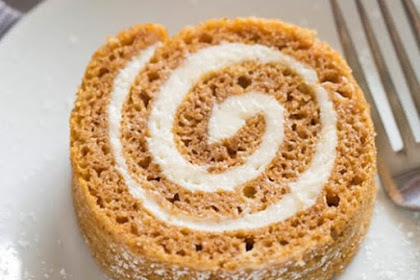 The Best and Easiest Pumpkin Roll