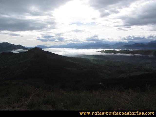 Ruta Torazo, Pico Incos: Indice Vista del valle de Infiesto desde el Incos