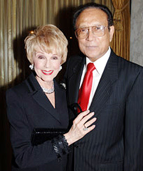 Dr. Mani Bhaumik Wife Photo, Dr. Mani Bhaumik Wife Images