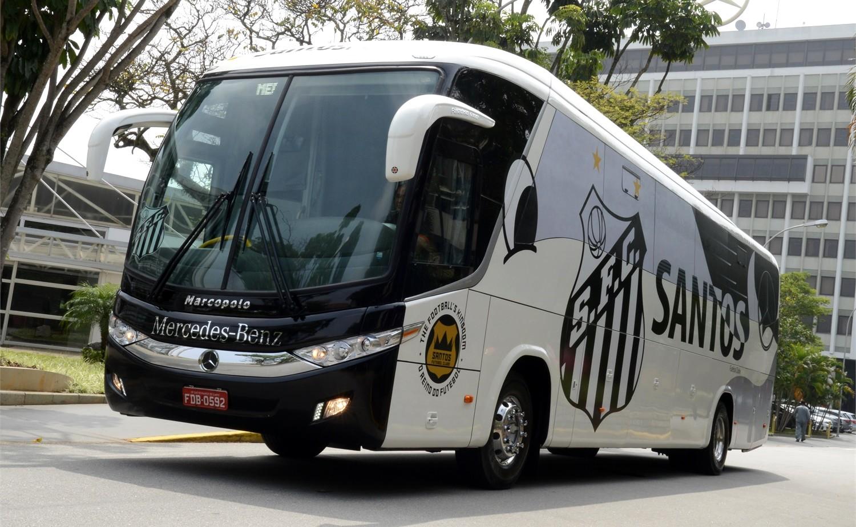 Santos Futebol Clube escolhe ônibus Mercedes-Benz para as próximas  temporadas b8e277a1d799a