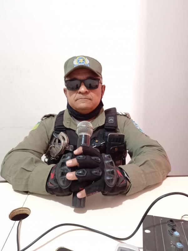 Comandante do GPM de São Félix do Piauí, Cabo Franciel fala Rádio Vale do Sambito.